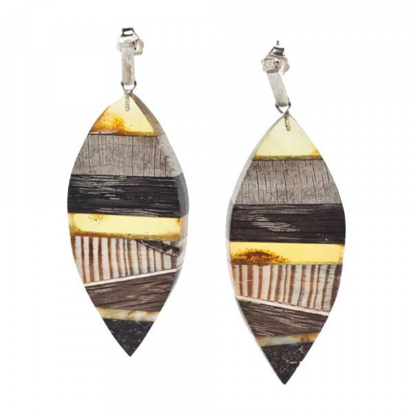 Earrings made of amber and wood on silver hooks.