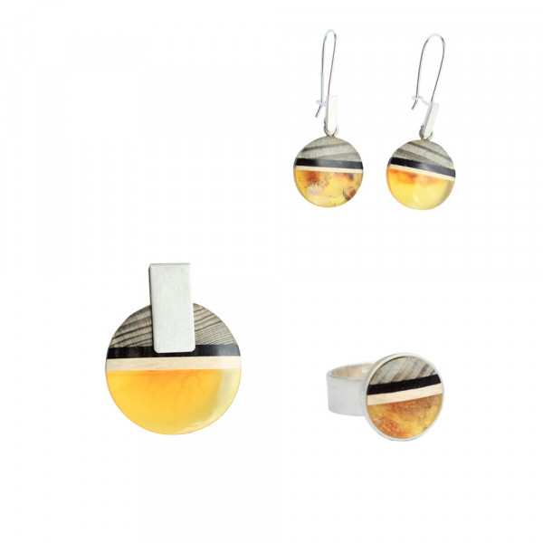 Set made of amber and wood.
